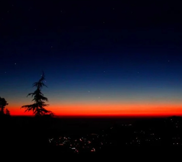 In the Queen of Mussoorie these days, tourists are flocking from every corner of the country to see the beautiful view of the Winter Line.