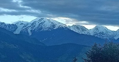 The rain increased the cold, snowfall on the high peaks.