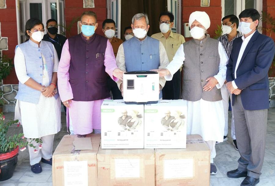 On behalf of Sant Nirankari Mandal Dehradun, 40 Oxygen Concentrators were presented to Chief Minister Shri Tirath Singh Rawat ji.