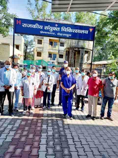 Big news:- Doctors are celebrating black day in Uttarakhand, doctors rallied across the state against Baba Ramdev.