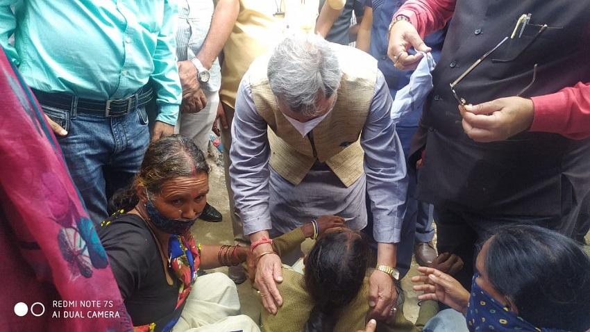 Chief Minister Shri Tirath Singh Rawat paid homage to the martyr Jawan Mandeep Negi by paying floral tributes at his village Saknoli, Satpuli.