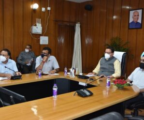 Chief Minister Pushkar Singh Dhami on Thursday evening reviewed the arrangements being made to protect against Kovid-19 through video conferencing with high officials and district magistrates.